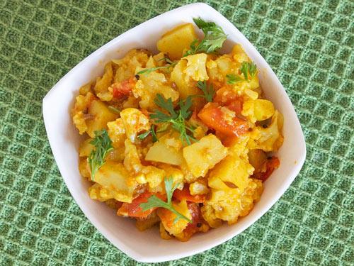 Aloo Gobi Masala with Tomato