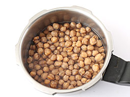 how to cook soaked chickpeas in a pressure cooker
