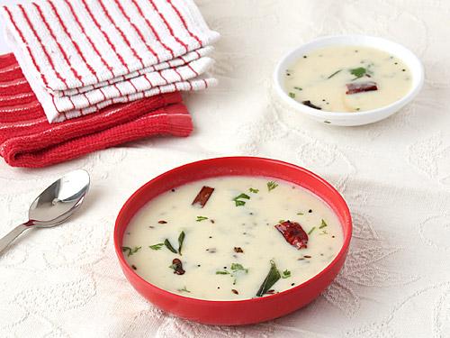 Khatti Meethi Gujarati Kadhi Recipe