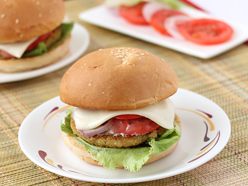 Aloo tikki burger recipe indian veggie burger with potato patties aloo tikki burger recipe forumfinder Gallery