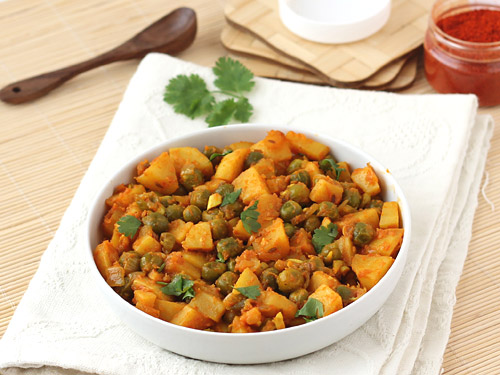 Dry Aloo Matar Recipe Spicy Indian Aloo And Mutter Sabzi With Tomato